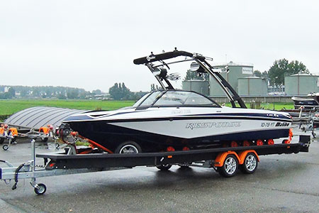 A boat for professionals needs a professional trailer …